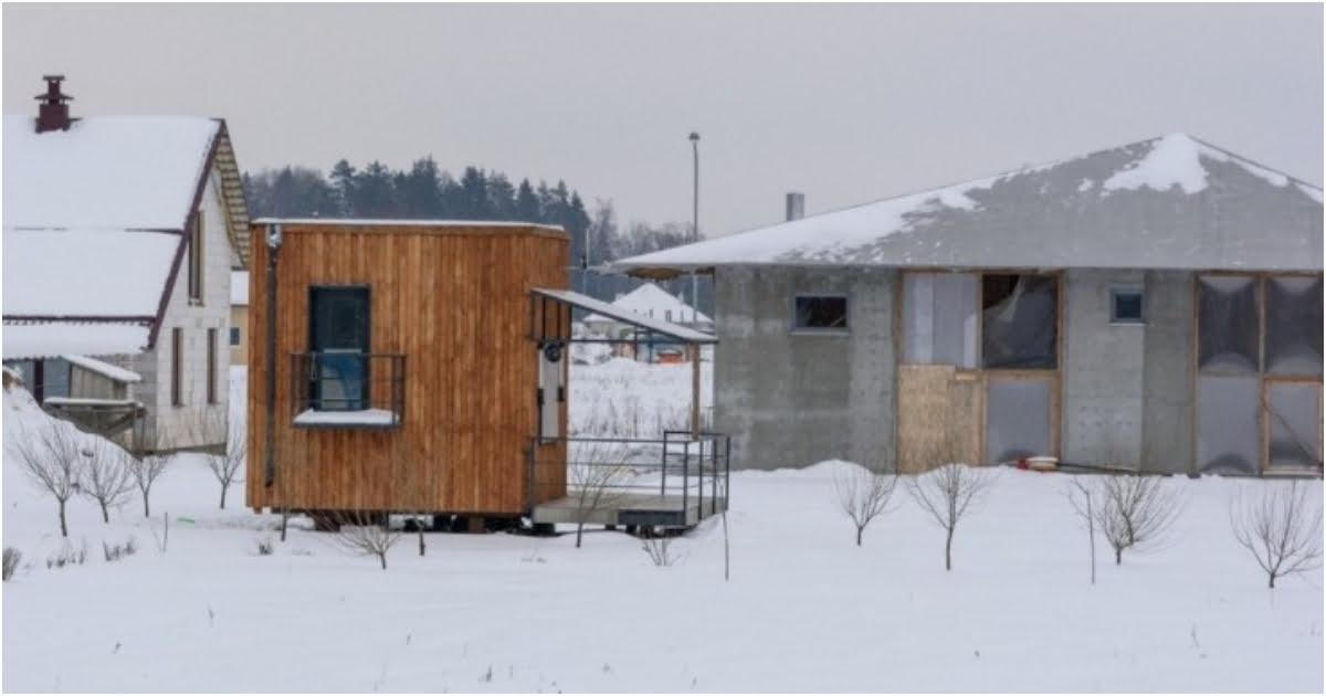 Šeima įsirengė 16 kv. metrų namelį, kuriame puikiai gyvena ir nejaučia vietos trūkumo