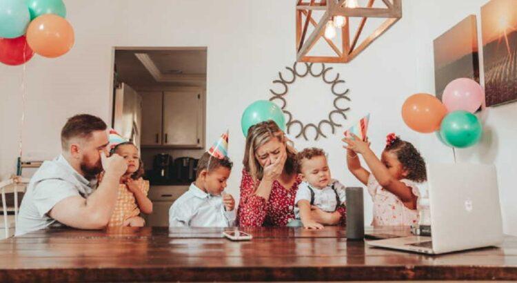 Bevaikė pora nusprendė įsivaikinti 3 naujos šeimos ieškančius vaikus. Po kurio laiko šeima sulaukė skambučio, kurio jie tikrai nesitikėjo