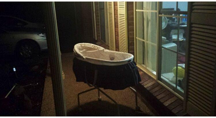 Moteris kas naktį palieka kūdikio lopšelį lauke prie durų. Ji visus nustebino, kai paaiškino tokio elgesio priežastį