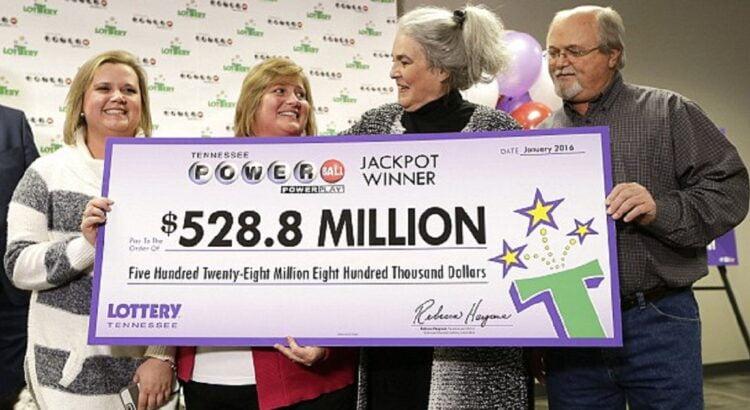 Ši paprasta šeima laimėjo vieną didžiausių visų laikų loterijos sumą - 528 milijonus dolerių. Štai kaip susiklostė jų likimas po laimėjimo ir ko jie labai pasigailėjo